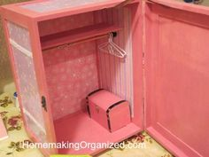 Diy baby doll furniture daughters ideas for 2019 Baby Doll Furniture, Barbie Furniture, Dollhouse Furniture, Diy Doll Closet, Diy Projects Apartment, Diy Dollhouse, Homemade Dollhouse, Homemade Dolls, Diy Wardrobe