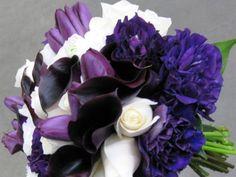 Ramo de novia con flores lilas y blancas