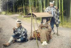 A young woman and her palanquin bearers rest on the road by Kiyoshi Sakamoto
