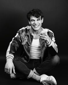 How can one person be this gorgeous! it should be illegal. Alberto Rosende, Shadowhunters Cast, Simon Lewis, Matthew Daddario, Malec, Light Of My Life, The Mortal Instruments, Celebs, Celebrities