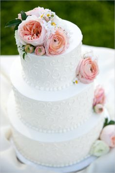 Dainty and sweet wedding cake from Orange County's Colette's Catering. Yum Yum! #cake #whitecake