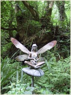 Faerie sculpture in the faerie gardens of the Enchanted Dell & Gardens, Carnglaze Caverns, Cornwall, England Fairy Statues, Garden Statues, Garden Sculpture, Forest Fairy, Fairy Land, Elfen Fantasy, Garden Whimsy, Fairies Garden, Fairy Gardens
