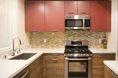 Kitchen Remodeling Base Cabinet : G1 / Bali 109 / Walnut Wall Cabinet : G1 / Ancona / Quartz Rot 148 More : www.bluehausinteriors.com