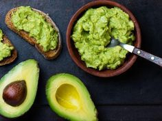 Benefits of Avocado (and 25 Avocado Recipes) There are many health benefits of avocado because of its healthy fats and vitamins. Try these 25 delicious and healthy ways to eat them! Avocado Guacamole, Healthy Fats, Healthy Eating, Healthy Breakfast Recipes, Healthy Recipes, Delicious Recipes, Fruit Recipes, Healthy Options, Fat Burning Foods