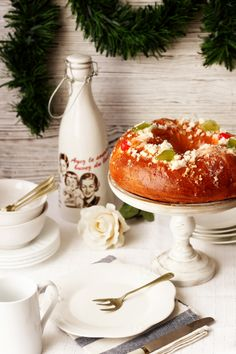 Roscon de reyes (In Spanish With Translation On The Side) Spanish Desserts, Spanish Dishes, Christmas Desserts, Christmas Treats, Merry Christmas, Epiphany Cake, Complete Recipe, Dessert Drinks, Vintage Recipes