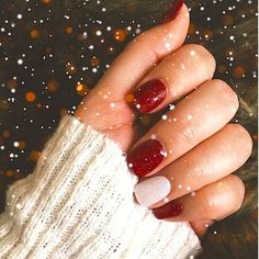 51 Festive Christmas Nail Art Ideas: Holiday Nail Designs Guide) - Nail Art Designs - Best Nail World Christmas Gel Nails, Holiday Nails, Red Nails, Hair And Nails, Cute Nails, Pretty Nails, Xmas Nail Designs, Nail Polish, Nagel Gel
