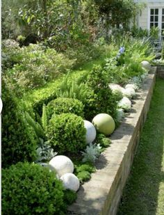 Betonkugeln im Garten You are in the right place about flower garden ideas in front of house videos Dream Garden, Garden Art, Garden Design, Back Gardens, Outdoor Gardens, Raised Gardens, Walled Garden, Garden Borders, White Gardens