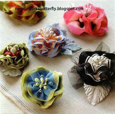 Needle-Works Butterfly: STRIPED GROSGRAIN RIBBON FLOWERS TUTORIAL Felt Flowers, Crochet Flowers, Fabric Flowers, Silk Ribbon, Grosgrain Ribbon, Diy Headband, Headbands, Ribbon Flower Tutorial, Textiles
