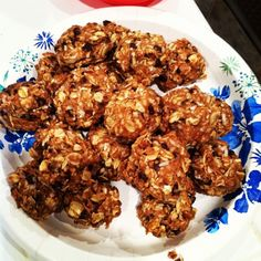 No Bake Protein Energy Bites (makes 18-20 bites)  1 c oatmeal, 1/2 c diced almonds, 1/2 c p butter, 1/3 c honey, 1 c uns coconut flakes, 1/2 c choc protein powder, 1/2 c carob/choc mini chips, 1 tsp vanilla. Mix, chill in the refrigerator for half an hour, roll into balls.  Store in an airtight container and keep refrigerated for up to 1 week.