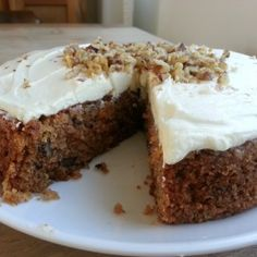 This carrot cake with walnuts recipe comes from the amazing chef Yotam Ottolenghi. It's a nice light cake with spices and a delicious cream cheese icing
