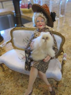 OOAK MARCIA BACKSTROM DOLL AND BRIDGET McCARTY PERSIAN CAT INCLUDED! WOW! Dollhouse Dolls, Miniature Dolls, Dollhouse Miniatures, Persian Cats For Sale, Doll House People, Metzger, Beautiful Dolls, Beautiful Cats, Gifts For My Boyfriend