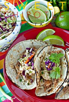 This Sweet Chipotle Pork Tacos recipe is an easy slow cooker recipe that is flavorful and a real crowd pleaser! #MejoresRecetas [ad] | Pork Taco | Slow Cooker Tacos | Sweet Pork | Taco Recipe