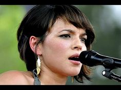 Norah Jones - It's a Wonderful Time for Love (Live from Jimmy Kimmel Live) - YouTube