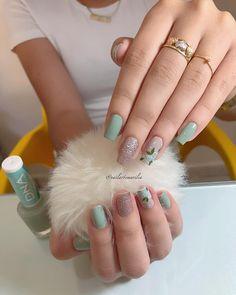 💚💅🏻 . . . . . . . Não foi retirada a cutícula * #unhas #unha #unhasdecoradas #unhasdasemana #unhasdehj #nails #nail #nailsart… Cute Pink Nails, Love Nails, Gorgeous Nails, Pretty Nails, Idol Nails, Korea Nail Art, Sky Nails, Beautiful Nail Designs, Bling Nails
