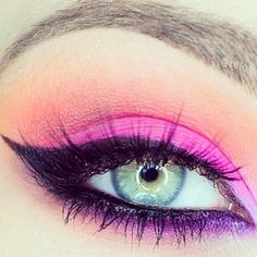 Eye Makeup Tips.Smokey Eye Makeup Tips - For a Catchy and Impressive Look Purple Eye Makeup, Eye Makeup Art, Purple Eyeshadow, Eyeshadow Makeup, Make Up Tutorials, Beauty Make-up, Hair Beauty, Beauty Stuff, Sombra Neon