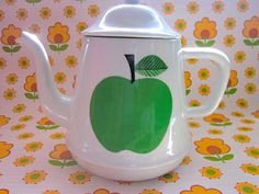 Super Vintage Pomme/Apple Tea Pot by Pommedejour on Etsy, $48.00