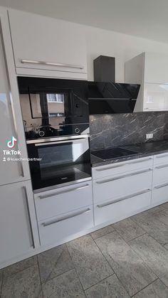 Kitchen Pantry Design, Luxury Kitchen Design, Interior Design Kitchen, Kitchen Decor, Kitchen Ideas, Kitchen Modular, Modern Kitchen Interiors, Cuisines Design, Dark Cabinets