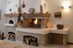 Caminetto rustico per taverna con forno pane e pizza Country Fireplace, Fireplace Hearth, Home Fireplace, Fireplace Design, Pizza Oven Fireplace, Brick Bbq, Kitchen Cabinet Storage, Kitchen Furniture, Sweet Home