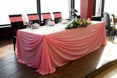 стол молодых драпировка тканью и композиция на стол