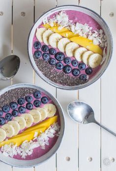 Gute-Laune-Power-Frühstück: Grundrezept für Açai-Bowl mit nur 4 Zutaten – feiertäglich…das schöne Leben - Kahvaltılıklar - Las recetas más prácticas y fáciles Superfood, Açai Bowl, Food Bowl, Smoothie Bol, Smoothie Detox, Smoothie Menu, Coconut Smoothie, Power Breakfast, Vegan Breakfast