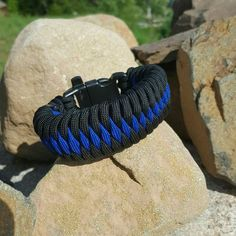 Picture of Dragon's teeth paracord bracelet                              …