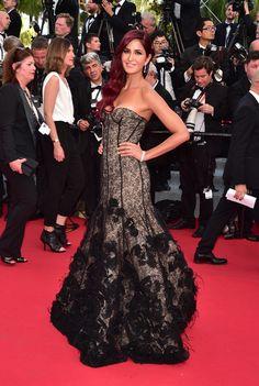 Katrina Kaif, égérie L'Oréal Paris, en robe Oscar de la Renta automne-hiver 2015-2016
