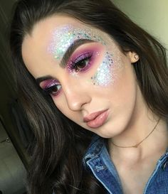 Pin by Mary Roche on Make up in 2019 Rave Makeup, Red Lip Makeup, Body Makeup, Glitter Hair, Glitter Makeup, Festival Makeup Glitter, Coachella, Hippie Hair, Glitter Fashion