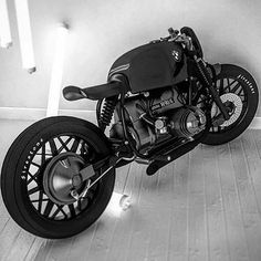 "dopemagco: ""BMW Concept by an artist / builder that goes by Ziggy Moto "" Bmw Cafe Racer, Cafe Racers, Cafe Racer Casco, Inazuma Cafe Racer, Cafe Racer Helmet, Moto Cafe, Cafe Racer Girl, Custom Cafe Racer, Bike Bmw"