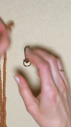 Macrame Wall Hanging Diy, Macrame Art, Macrame Design, Macrame Projects, Macrame Knots, Micro Macrame, Macrame Jewelry, Macrame Bracelets, Art Macramé