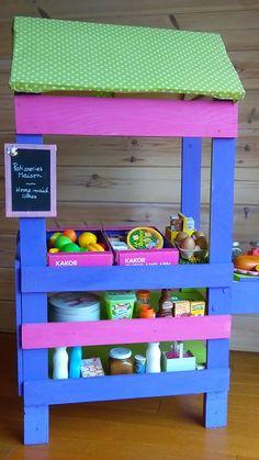 Petite marchande faite avec quelques planches de bois, un peu de peinture ! les enfants sont ravis !!! lancez vous :) some pieces of wood ... and I do this little store for my kids !!! Yes you can do it :)