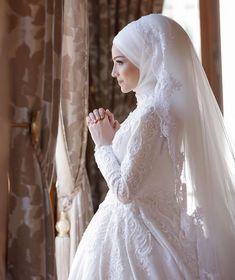 184 coolest wedding dresses for muslim brides – page 1 Hijabi Wedding, Muslim Wedding Dresses, Muslim Brides, Modest Wedding, Wedding Gowns, Bridesmaid Dresses, Muslim Women, Wedding Cakes, Niqab