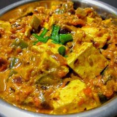 Paneer Capsicum Masala is a famous Indian Curry made by cooking paneer and capsicum in a rich and creamy onion tomato gravy. Paneer Gravy Recipe, Paneer Tikka Masala Recipe, Butter Masala Recipe, Easy Paneer Recipes, Paneer Curry Recipes, Indian Food Recipes, Ethnic Recipes, Kadhai Paneer, Paneer Makhani