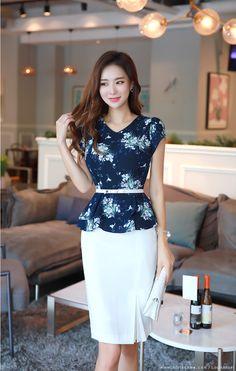 Floral Print Tulip Sleeve Peplum Blouse from Styleonme Korean Girl Fashion, Korean Street Fashion, Womens Fashion, Fashion Fashion, Tulip Sleeve, Office Fashion, Skirt Outfits, Beautiful Outfits, Designer Dresses