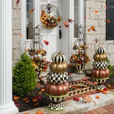 46 Elegant Fall Porch Decor Ideas For Your Home Entree Halloween, Fall Halloween, Halloween Crafts, Halloween Decorations, Decoration Party, Pumpkin Decorating, Porch Decorating, Decorating Ideas, Mckenzie And Childs