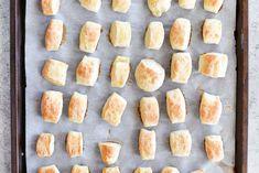 no yeast soft pretzel bites two ingredient dough Finger Food Appetizers, Appetizer Recipes, Snack Recipes, Dessert Recipes, Appetizer Ideas, Desserts, Pretzels Recipe, Homemade Pretzels, Soft Pretzels
