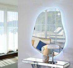 Speil i glass med led belysning,  modell DRÅPE II🌸 Besøk vår nettbutikk MIRAME.NO og se vårt store utvalg av speil, møbler og interiør til ditt hjem. Link i bio www.mirame.no #speil #stue #soverom #ledlys #gang #bad #innredning #møbler #norskehjem #mirame #pris #nettbutikk #interior #interiør #design #nordiskehjem #kunstpåveggen #butikk #oslo #norge #norsk #påveggen #bilde #speilbilde #rundtspeil #dråpe