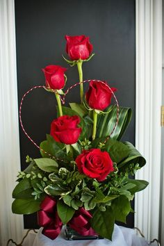 A stunning and unique Valentine& Day arrangement created with red roses, greenery, and a wire heart. The simplicity and elegance of this floral bouquet is breathtaking. It& a great Valentine& Day idea to show that you care. Valentine's Day Flower Arrangements, Contemporary Flower Arrangements, Valentines Flowers, Valentine Nails, Valentine Ideas, Beautiful Rose Flowers, Fresh Flowers, Deco Floral, Red Roses