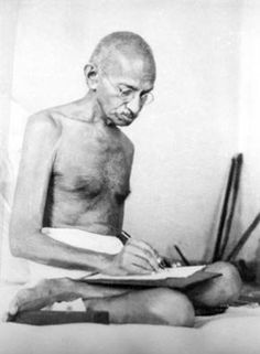 What do people think of Mahatma Gandhi? See opinions and rankings about Mahatma Gandhi across various lists and topics. Great Quotes, Quotes To Live By, Inspirational Quotes, Citation Ghandi, Nelson Mandela, Martin Luther King, Charles Bukowski, Mahatma Gandhi Photos, Historia Universal