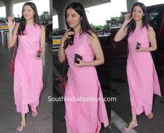 Divya Khosla Kumar in a pink palazzo suit at the airport Simple Kurta Designs, Kurta Designs Women, Stylish Dress Designs, Designs For Dresses, Stylish Dresses, Stylish Kurtis Design, New Kurti Designs, Casual Indian Fashion, Indian Fashion Dresses