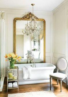 La clé pour une décoration de salle de bain au style campagne française c'est le fait de combiner l'audace et la sérénité, car ces deux caractères représentent le style en général : une subtile aud…