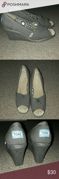 Toms wedges I'm great condition!! TOMS wedges size 7! TOMS Shoes Wedges