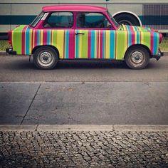 Rainbow car in Berlin My Dream Car, Dream Cars, Voyager Loin, Unique Cars, Blog Voyage, Car Ins, Street Art, Panorama, Explorer