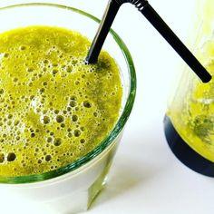 Ich bin noch da. ;-) Anfang der Woche hatte ich euch im pamelopee-Blog mein #rezept für einen #greensmoothie mit #gerstengraspulver #gurke #basilikum #birne und #mango verraten. Schon gesehen? #smoothie #pear #curcumber #grünersmoothie #green #vegan #healthyfood  #gerstengras #foodblogg #healthy #oneconcept #superfood #naturaforte #barleygrass #clubderprodukttester by pamelopee