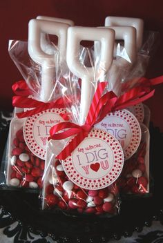Valentine's Day: I dig you.  Printables, plastic shovels, m&ms