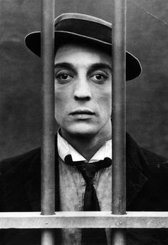 Buster Keaton - one of the holy trinity of Silent film comedians. The other two are Harold Lloyd and Charlie Chaplin.and Harry Langdon.and Fatty Arbuckle Vintage Hollywood, Classic Hollywood, Hollywood Actor, Buster Keaton, Physical Comedy, Divas, Harold Lloyd, Silent Film, Silent Comedy