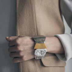 RAFAL || Artisan bracelet, handmade in Canada by Anne-Marie Chagnon (2017) || Bracelet fait à la main à Montréal, par l'artiste bijoutière Anne-Marie Chagnon