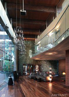 Двусветная гостиная с панорамным остеклением