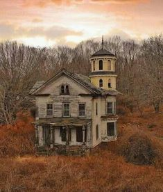 Abandoned Farm Houses, Old Abandoned Buildings, Old Farm Houses, Abandoned Mansions, Old Buildings, Abandoned Places, Beautiful Ruins, Beautiful Places To Visit, Beautiful Buildings