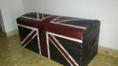 Baúl británico de madera maciza. Solid wood british trunk.