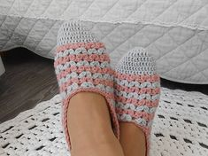 anas / Háčkované papuče v pastelových farbách Gloves, Slippers, Fashion, Moda, Fashion Styles, Slipper, Fashion Illustrations, Flip Flops, Sandal